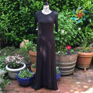 Black dress, long.   Simple.  Elegant